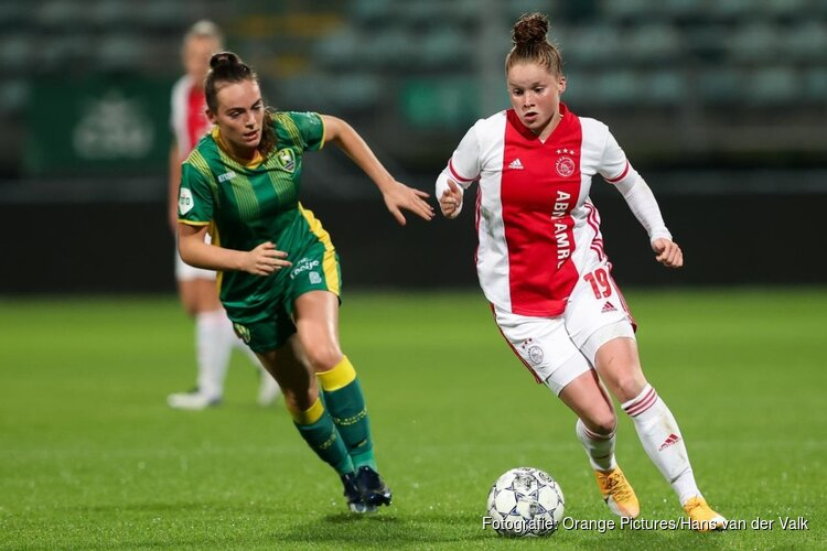 Nikita Tromp helpt Ajax op weg in Den Haag