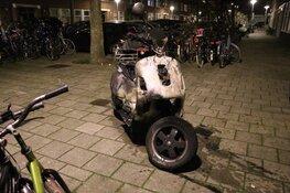 Scooter door brand verwoest in Baffinstraat