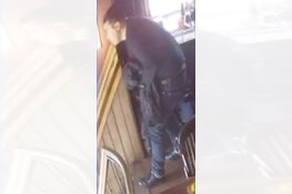 Gezocht: Diefstal rugzak uit eetcafé Vijzelgracht
