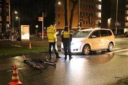 Fietser zwaargewond na aanrijding Van Nijenrodeweg