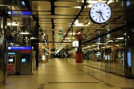 't Is Stil in Amsterdam: Slechts een enkeling laat zich zien in centrum, Centraal Station uitgestorven