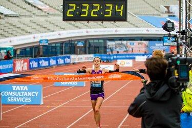 Khalid Choukoud en Bo Ummels lopen voor nationale titels tijdens TCS Amsterdam Marathon